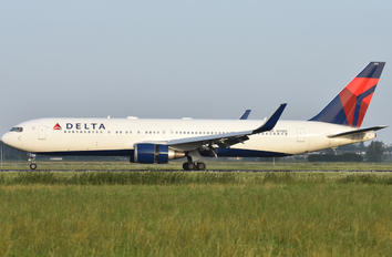 N175DZ - Delta Air Lines Boeing 767-300ER