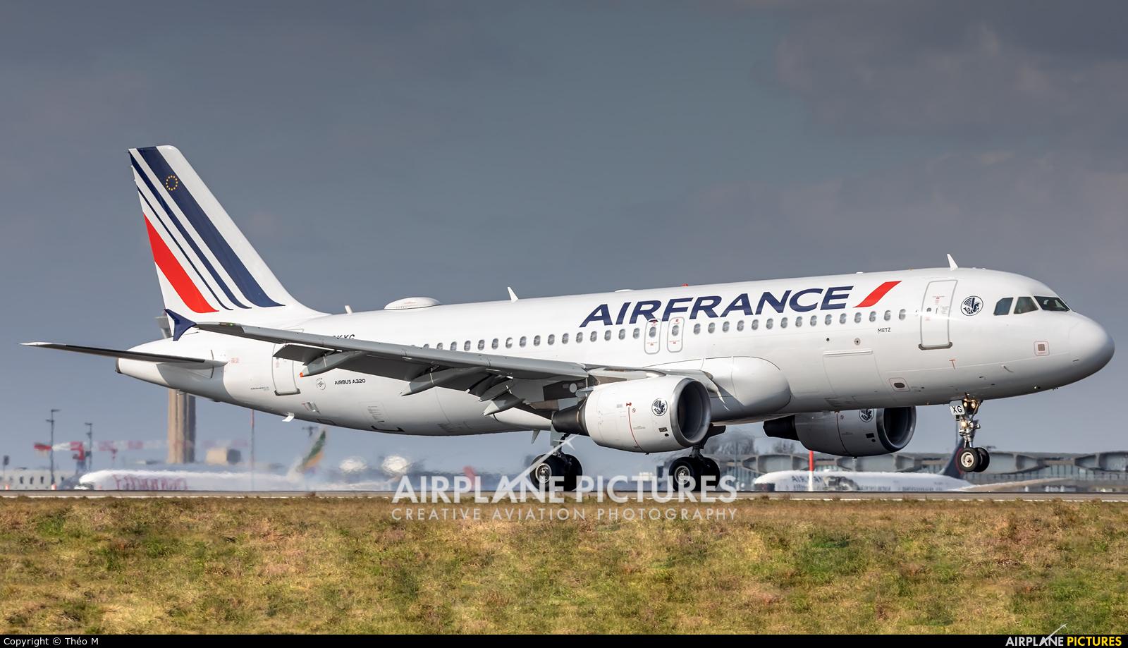 Air France F-GKXG aircraft at Paris - Charles de Gaulle