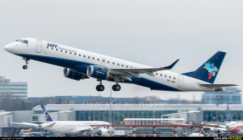 LOT - Polish Airlines SP-LNN aircraft at Warsaw - Frederic Chopin