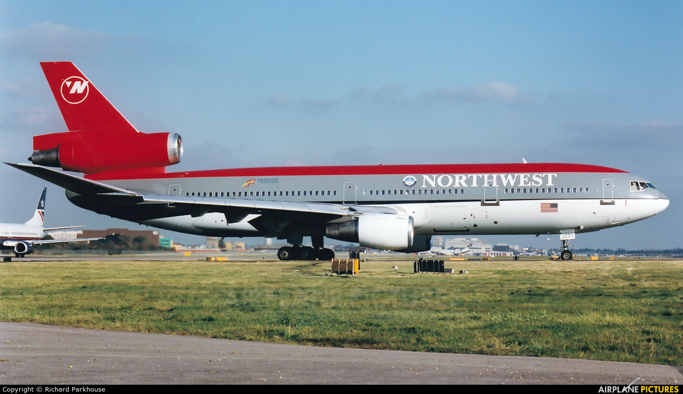 Northwest Airlines N225NW aircraft at London - Gatwick