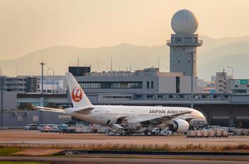 JA701J - JAL - Japan Airlines Boeing 777-200ER