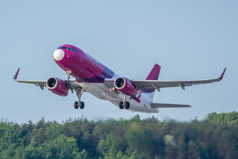 HA-LYC - Wizz Air Airbus A320