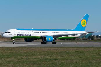 UK75702 - Uzbekistan Airways Boeing 757-200