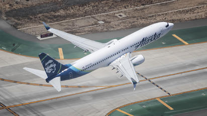 N562AS - Alaska Airlines Boeing 737-800