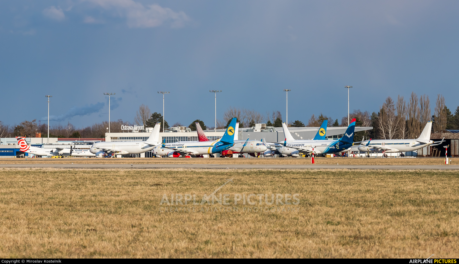 - Airport Overview - aircraft at Ostrava Mošnov