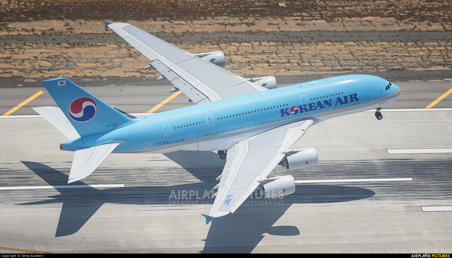 Korean Air HL7627 aircraft at Los Angeles Intl