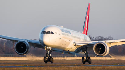 TC-LLM - Turkish Airlines Boeing 787-9 Dreamliner