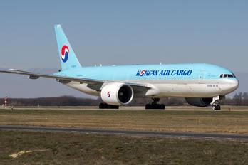 HL8076 - Korean Air Cargo Boeing 777F