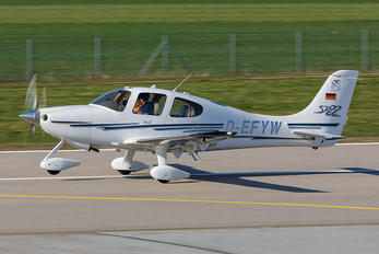 D-EFYW - Private Cirrus SR22