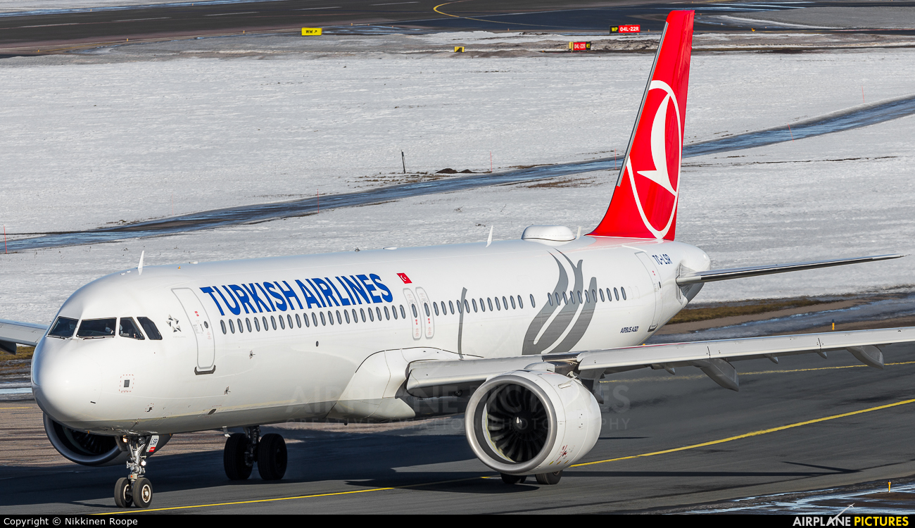 Turkish Airlines TC-LSR aircraft at Helsinki - Vantaa