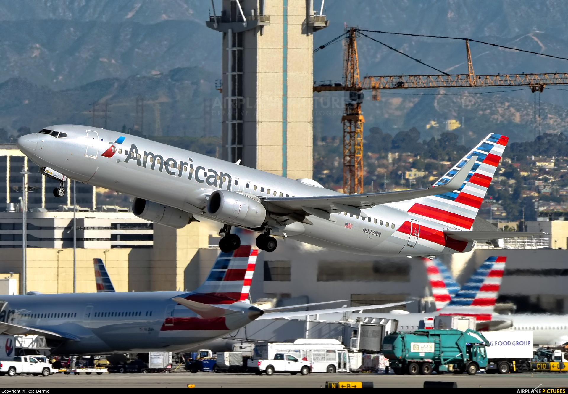 American Airlines N923NN aircraft at Los Angeles Intl