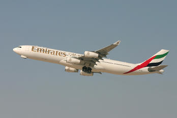 A6-ERN - Emirates Airlines Airbus A340-300