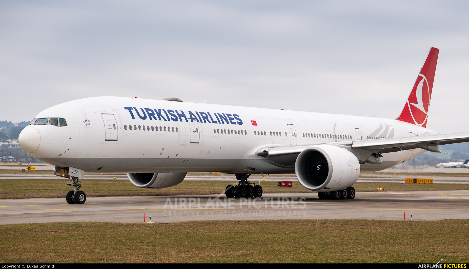 Turkish Airlines TC-LJH aircraft at Zurich