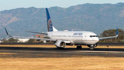 N76519 - United Airlines Boeing 737-800