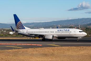 N33209 - United Airlines Boeing 737-800