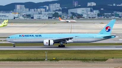 HL8006 - Korean Air Boeing 777-300