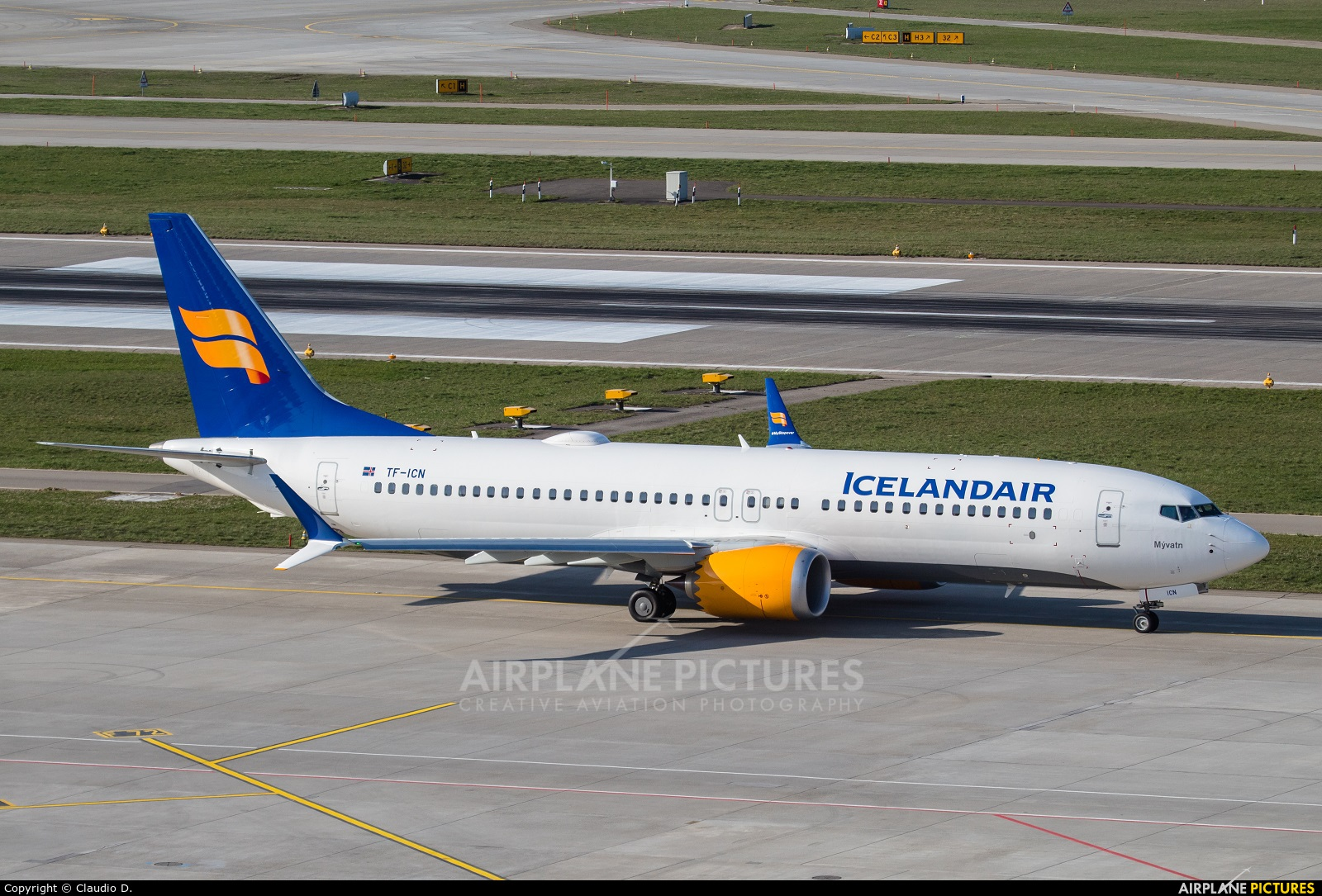 Icelandair TF-ICN aircraft at Zurich