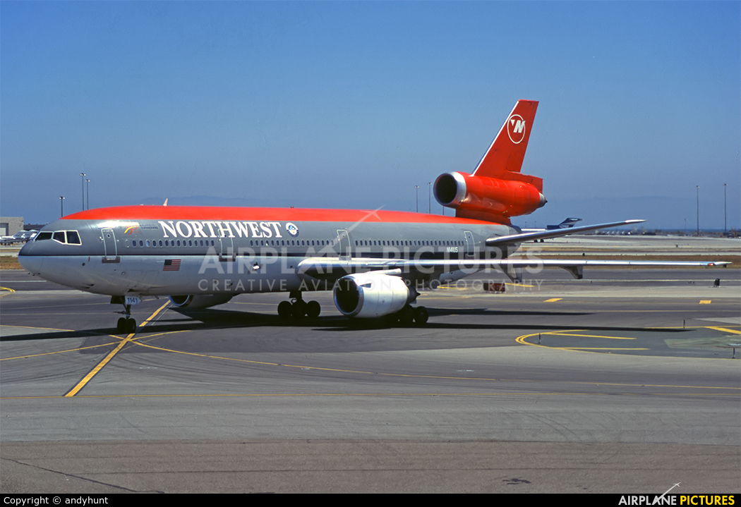 Northwest Airlines N141US aircraft at San Francisco Intl