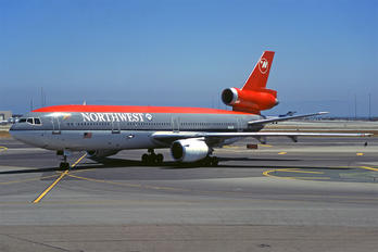 N141US - Northwest Airlines McDonnell Douglas DC-10-40