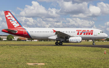 PT-MZL - TAM Airbus A320