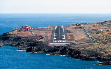 - - - Airport Overview - Airport Overview - Runway, Taxiway