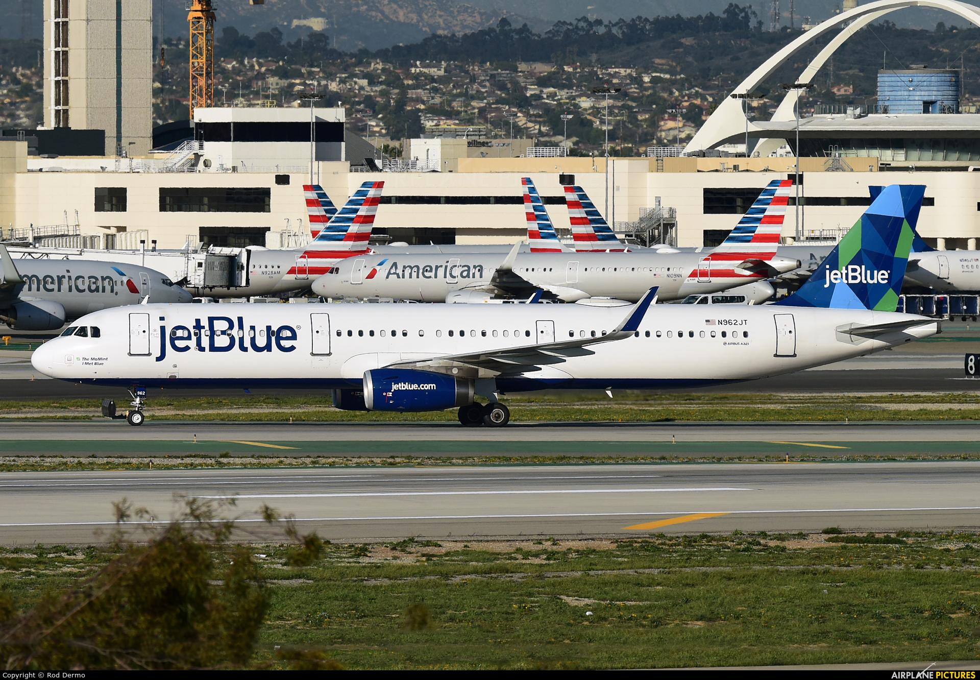 JetBlue Airways N962JT aircraft at Los Angeles Intl