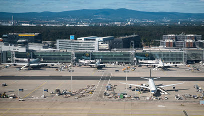 - - Lufthansa - Airport Overview - Overall View