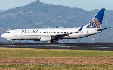 N77525 - United Airlines Boeing 737-800