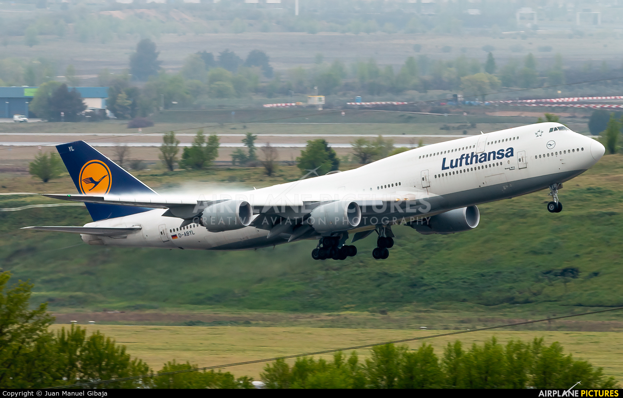Lufthansa D-ABYL aircraft at Madrid - Barajas