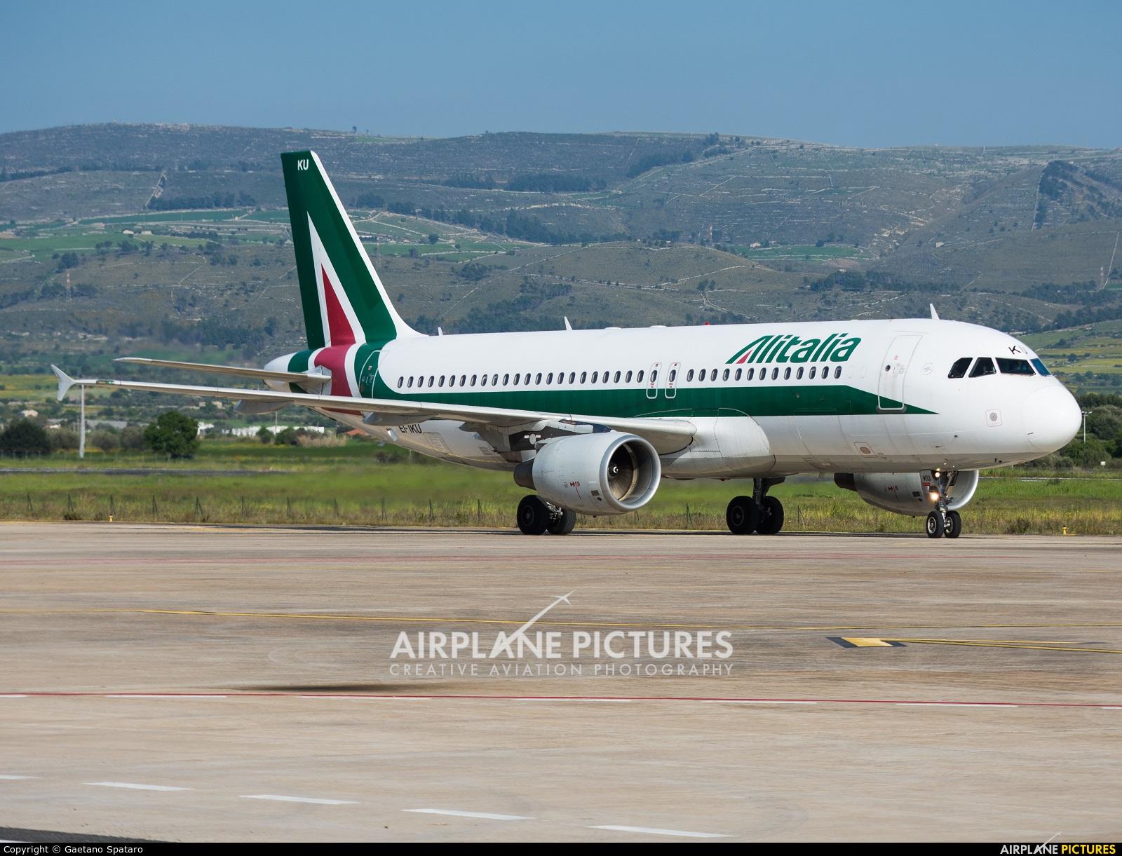 Alitalia EI-IKU aircraft at Comiso - Sicily