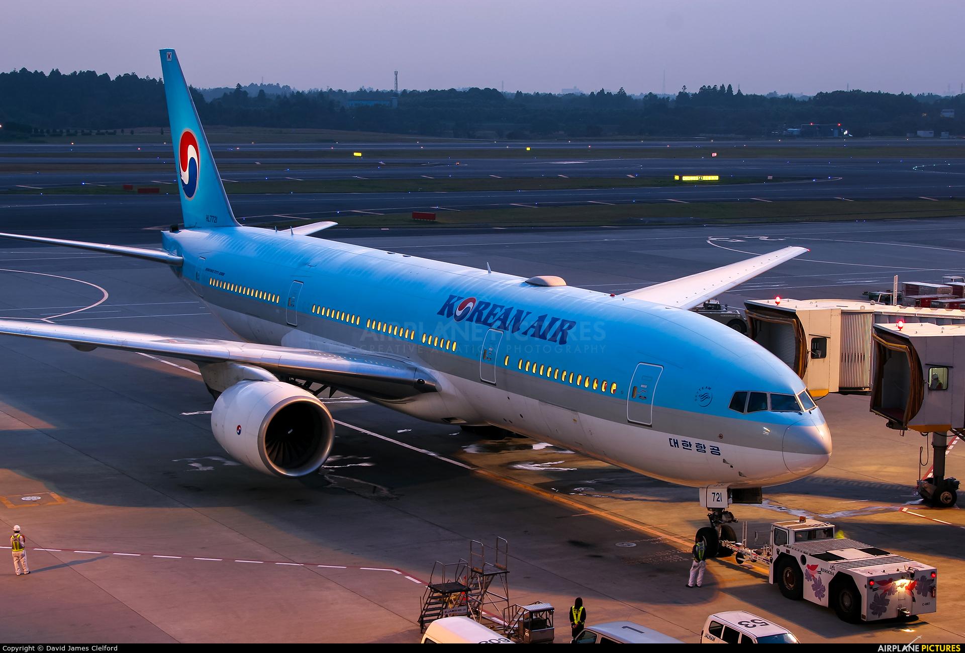 Korean Air HL7721 aircraft at Tokyo - Narita Intl