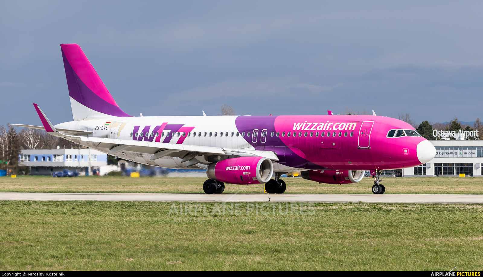 Wizz Air HA-LYL aircraft at Ostrava Mošnov