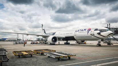 PT-MUA - LATAM Brasil Boeing 777-300ER