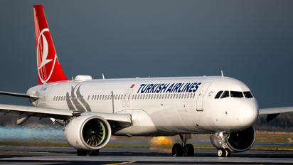 TC-LSM - Turkish Airlines Airbus A321 NEO