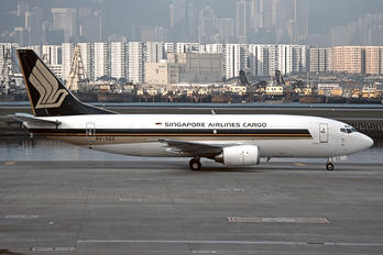 9V-SQZ - Singapore Airlines Cargo Boeing 737-300F