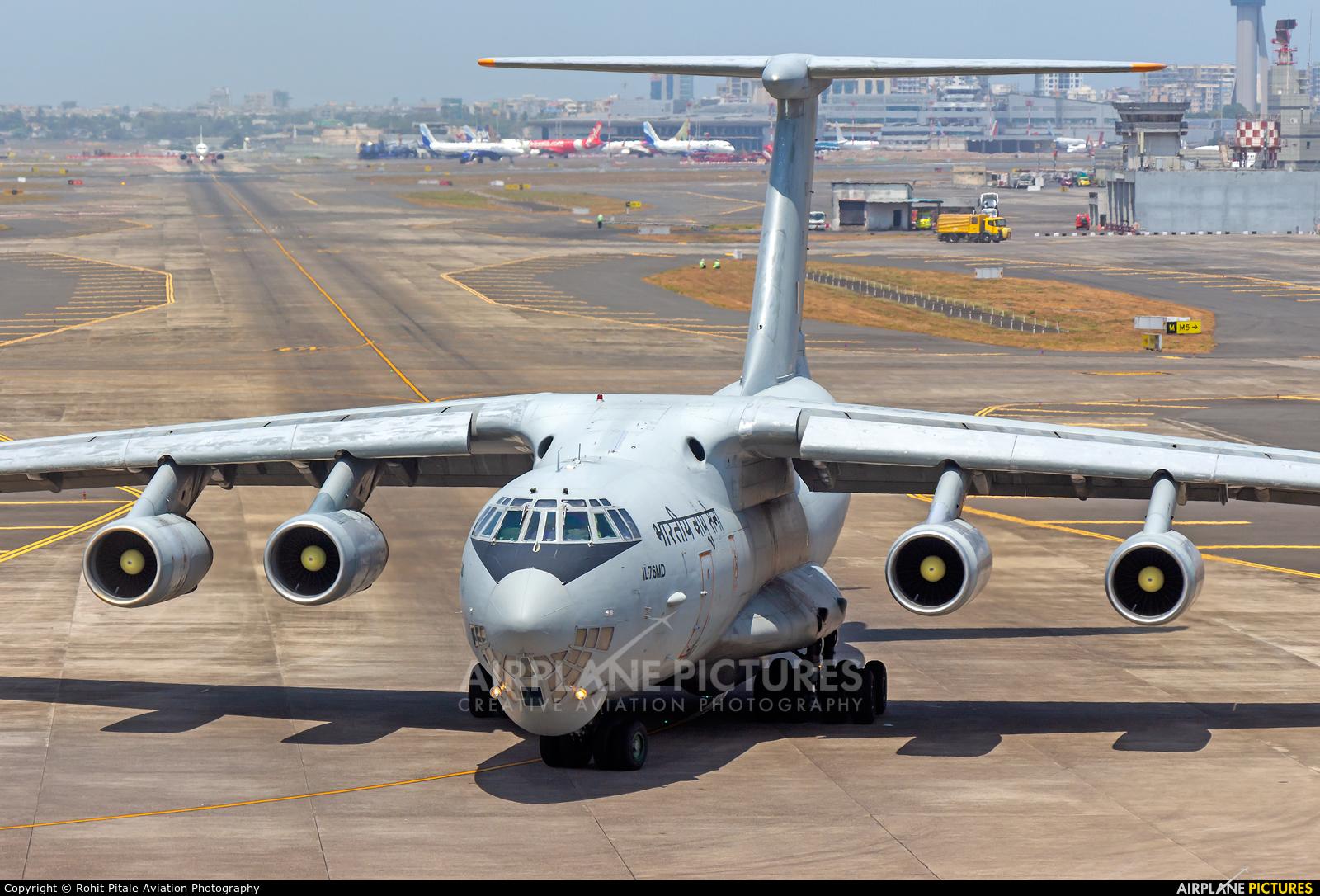 India - Air Force K2665 aircraft at Mumbai - Chhatrapati Shivaji Intl