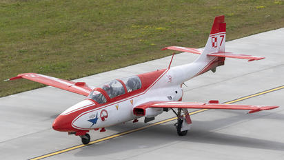 2007/7 - Poland - Air Force: White & Red Iskras PZL TS-11 Iskra