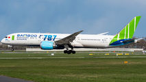 First visit of Bamboo 787 Dreamliner to Warsaw title=