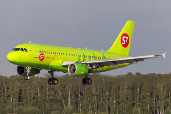 VP-BHK - S7 Airlines Airbus A319