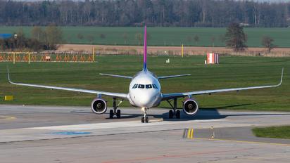 HA-LSA - Wizz Air Airbus A320