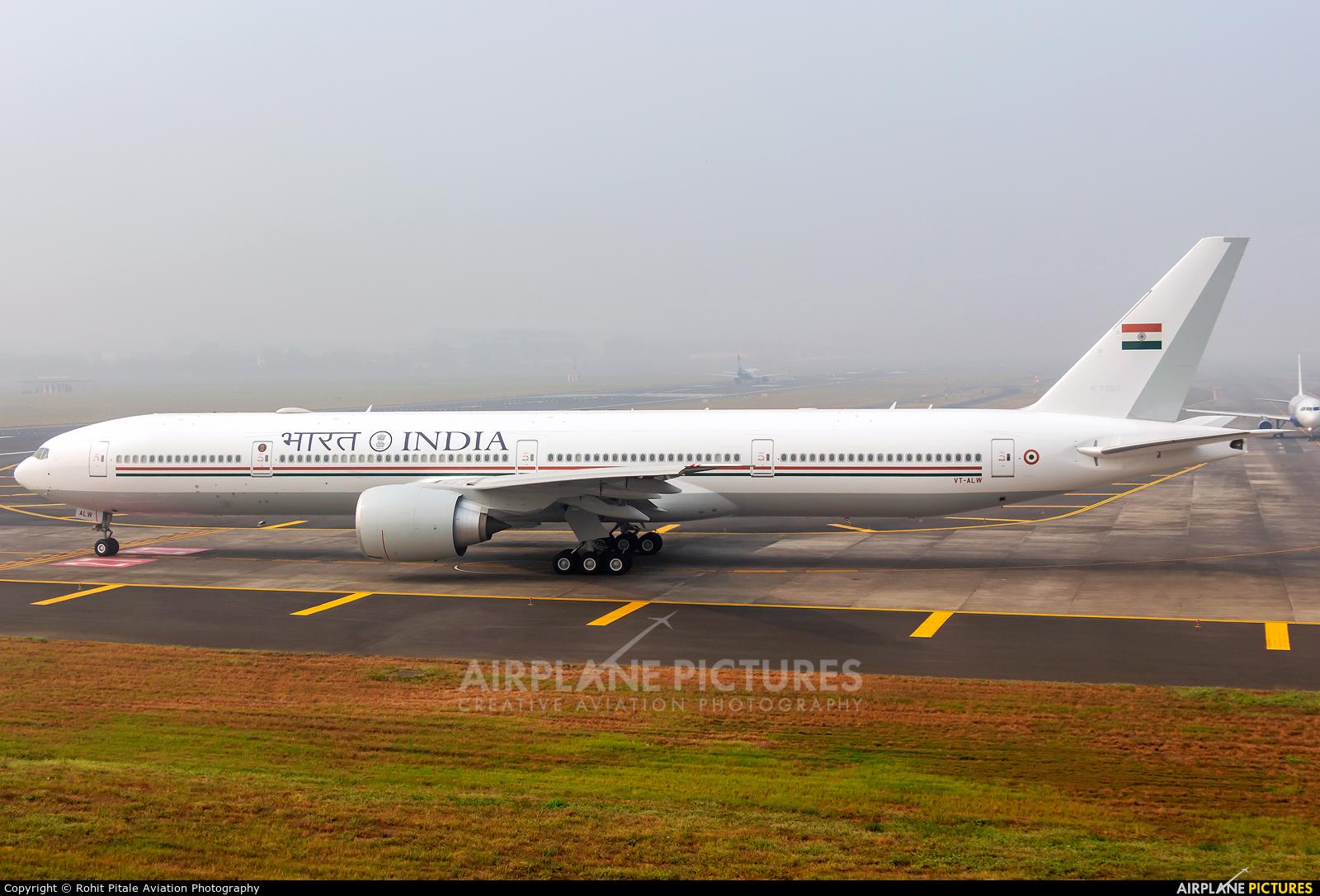 India - Government VT-ALW aircraft at Mumbai - Chhatrapati Shivaji Intl