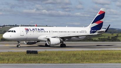 PR-TYP - LATAM Brasil Airbus A320