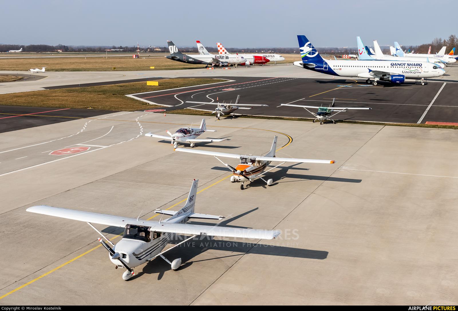 - Airport Overview - aircraft at Ostrava Mošnov