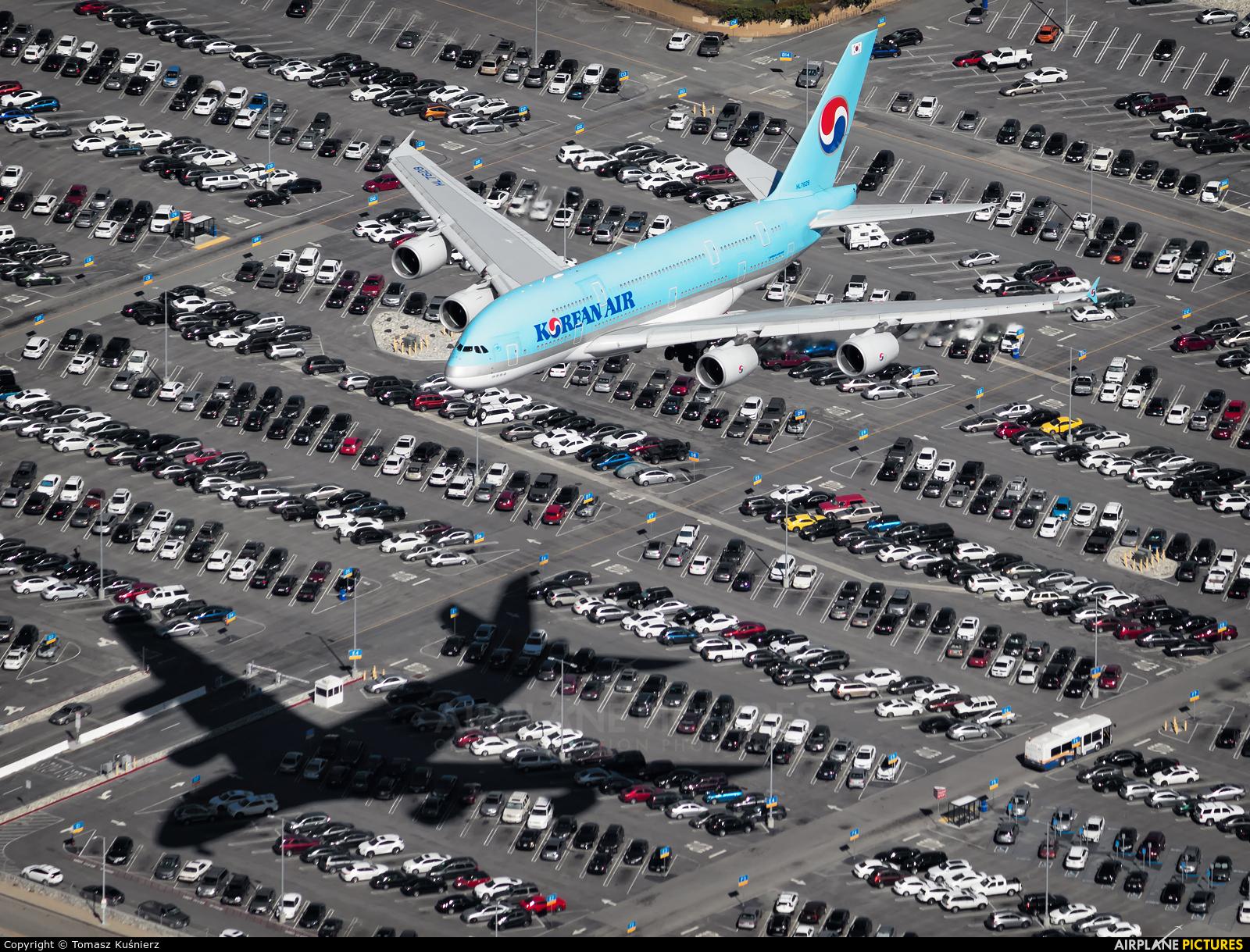 Korean Air HL7628 aircraft at Los Angeles Intl