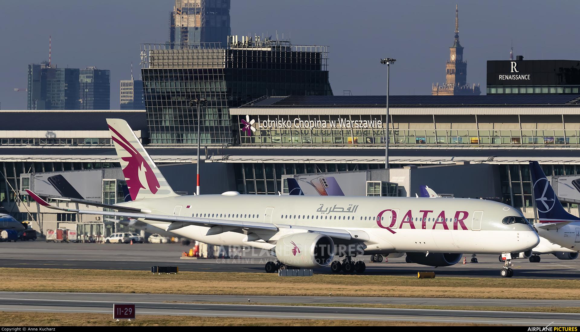 Qatar Airways A7-AMG aircraft at Warsaw - Frederic Chopin