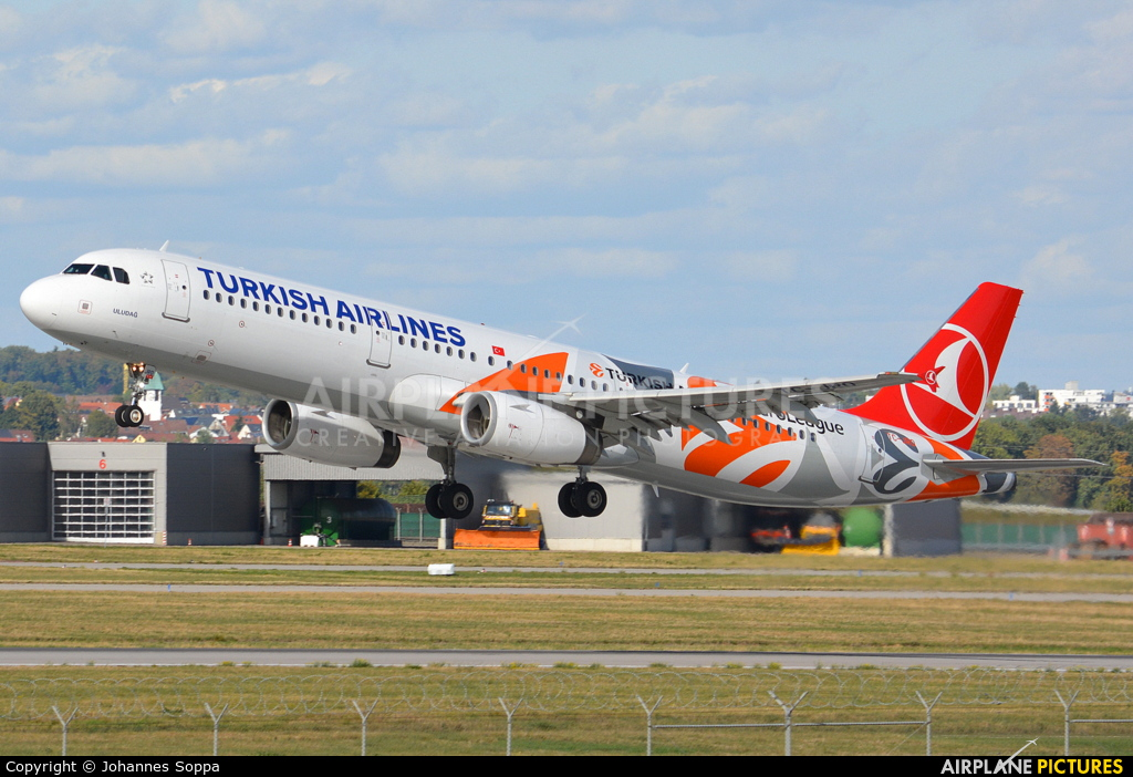 Turkish Airlines TC-JRO aircraft at Stuttgart