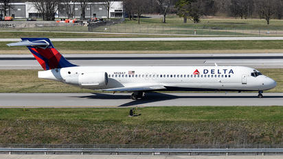 N928AT - Delta Air Lines Boeing 717