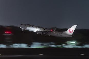 JA321J - JAL - Japan Airlines Boeing 737-800