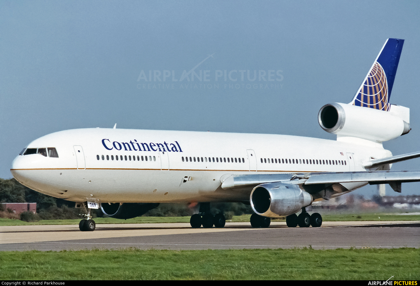 Continental Airlines N15069 aircraft at London - Gatwick