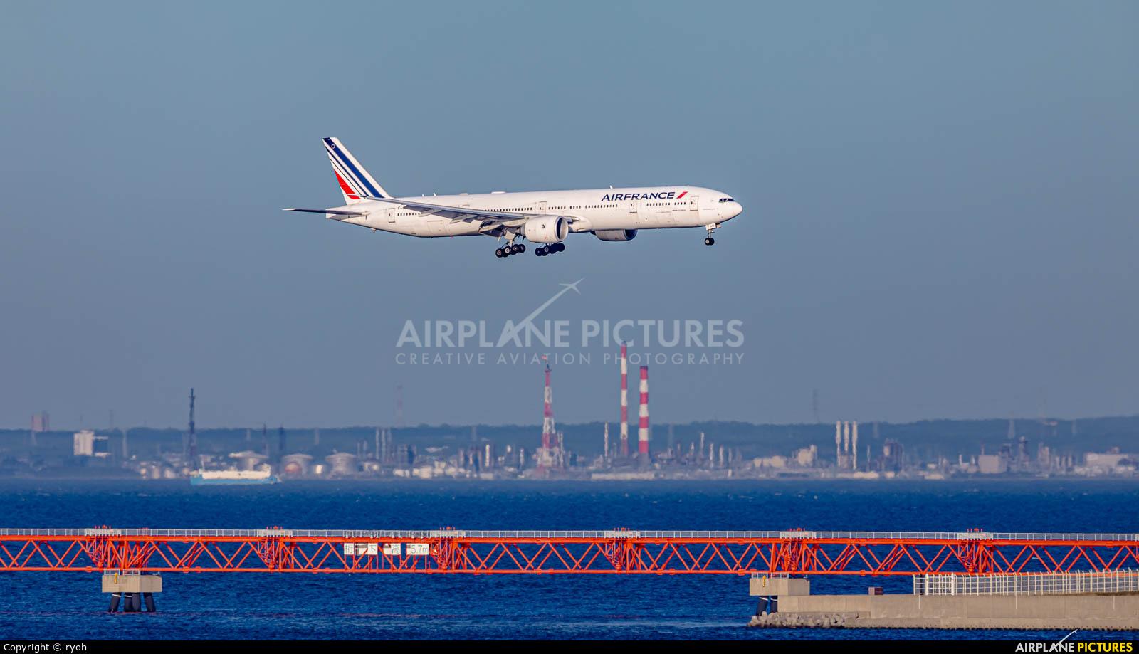 Air France - Airlinair F-GZND aircraft at Tokyo - Haneda Intl
